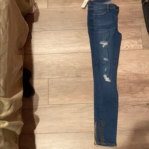 Kendal and Kylie Pacsun ripped blue jeans
